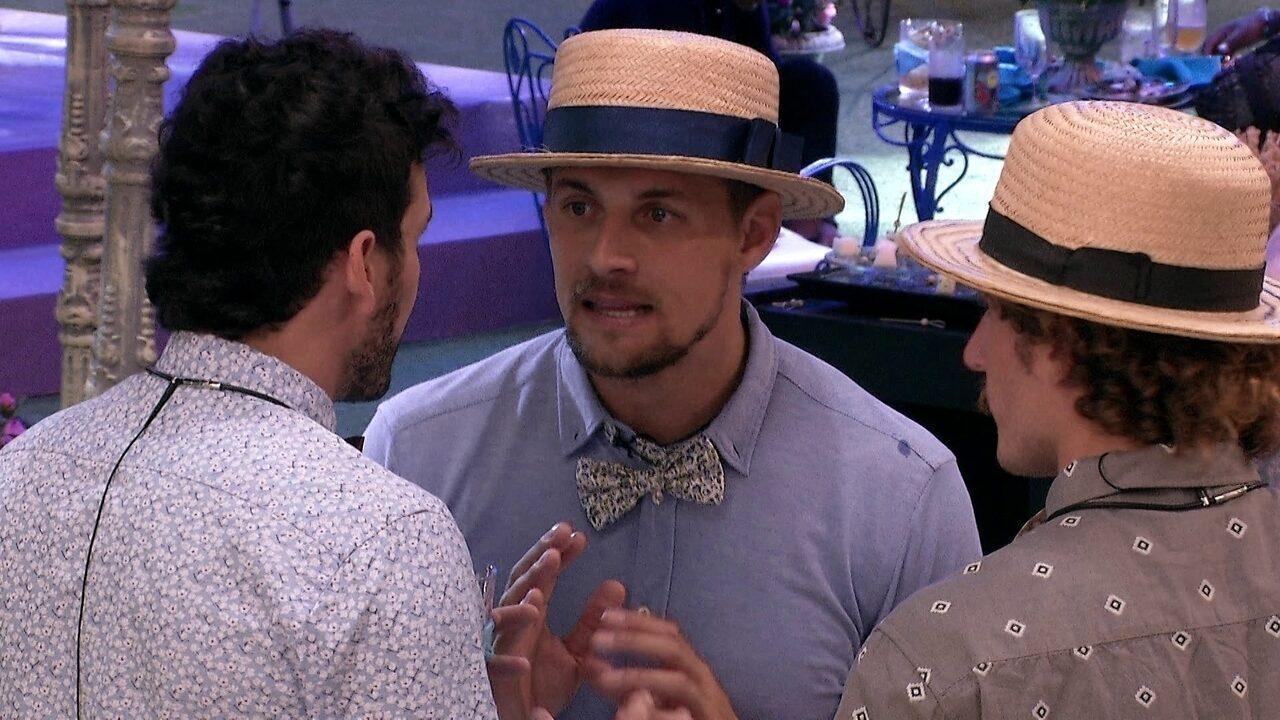 Diego aconselha Maycon: 'Se está a fim dela, começa conquistando novamente'