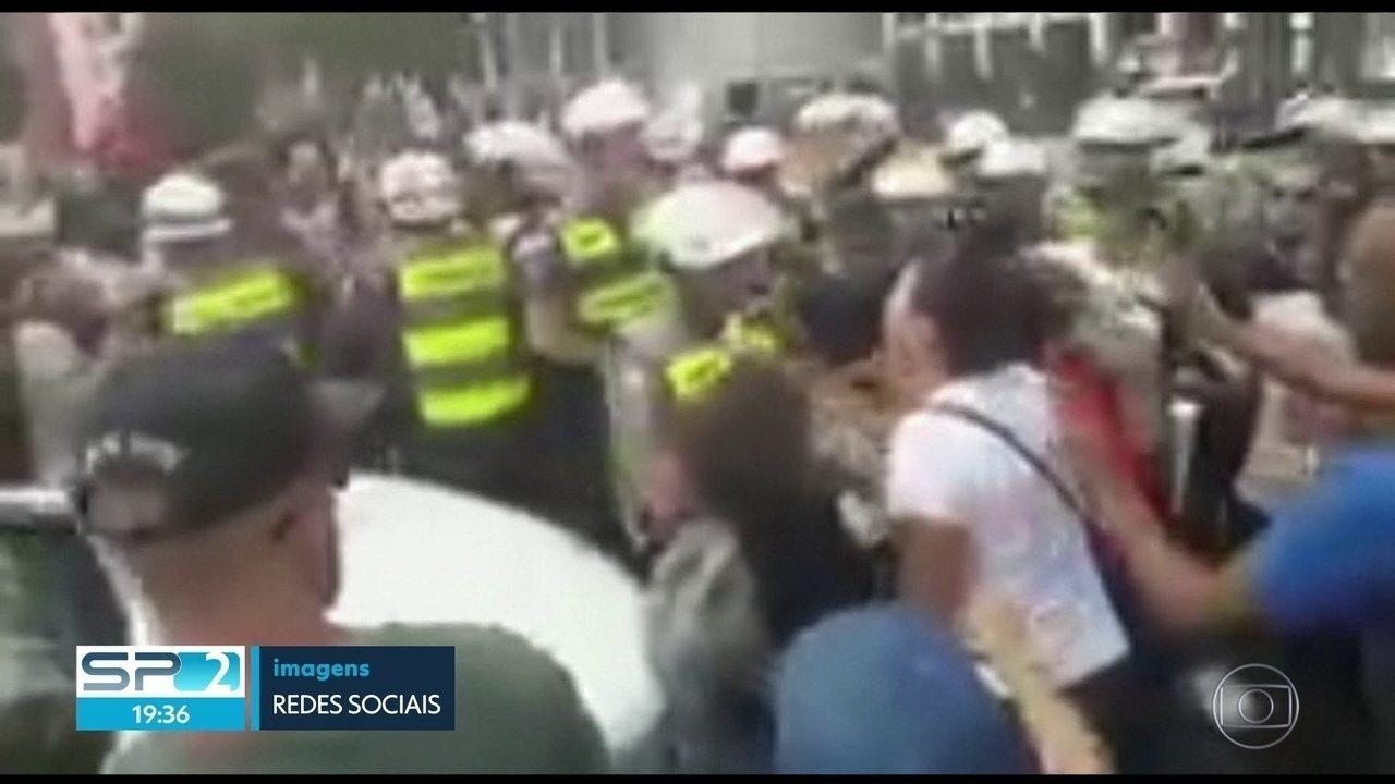 Professora fica ferida nos olhos durante manifestação dos servidores municipais