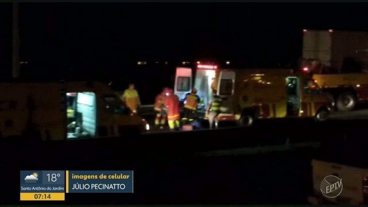 Acidente entre dois caminhões na Rodovia Anhanguera deixa feridos, em Sumaré