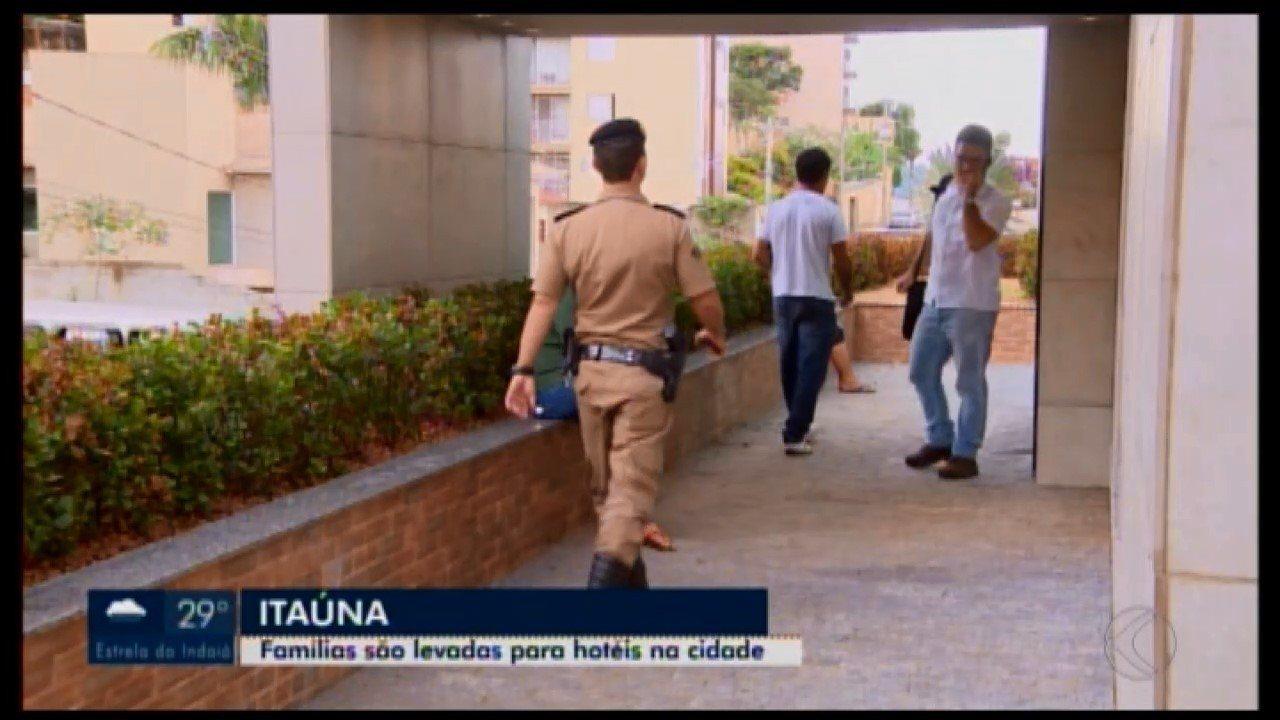 Moradores retirados de povoado em Itatiaiuçu após alerta e são levados para Itaúna