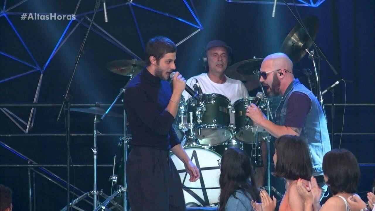 Chay Suede e RC na Veia encerram o programa cantando 'Minha Fama de Mau'