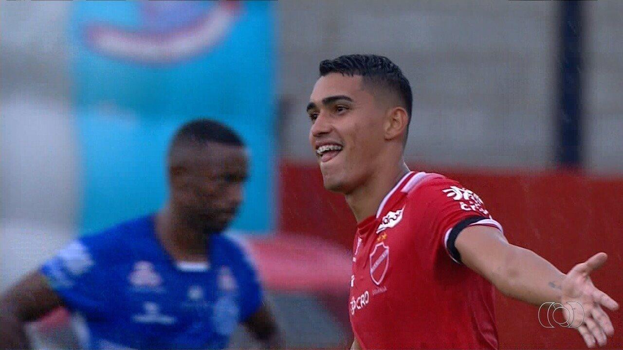 Gol do Vila Nova! Denner chuta de fora da área e supera o goleiro Leandro!