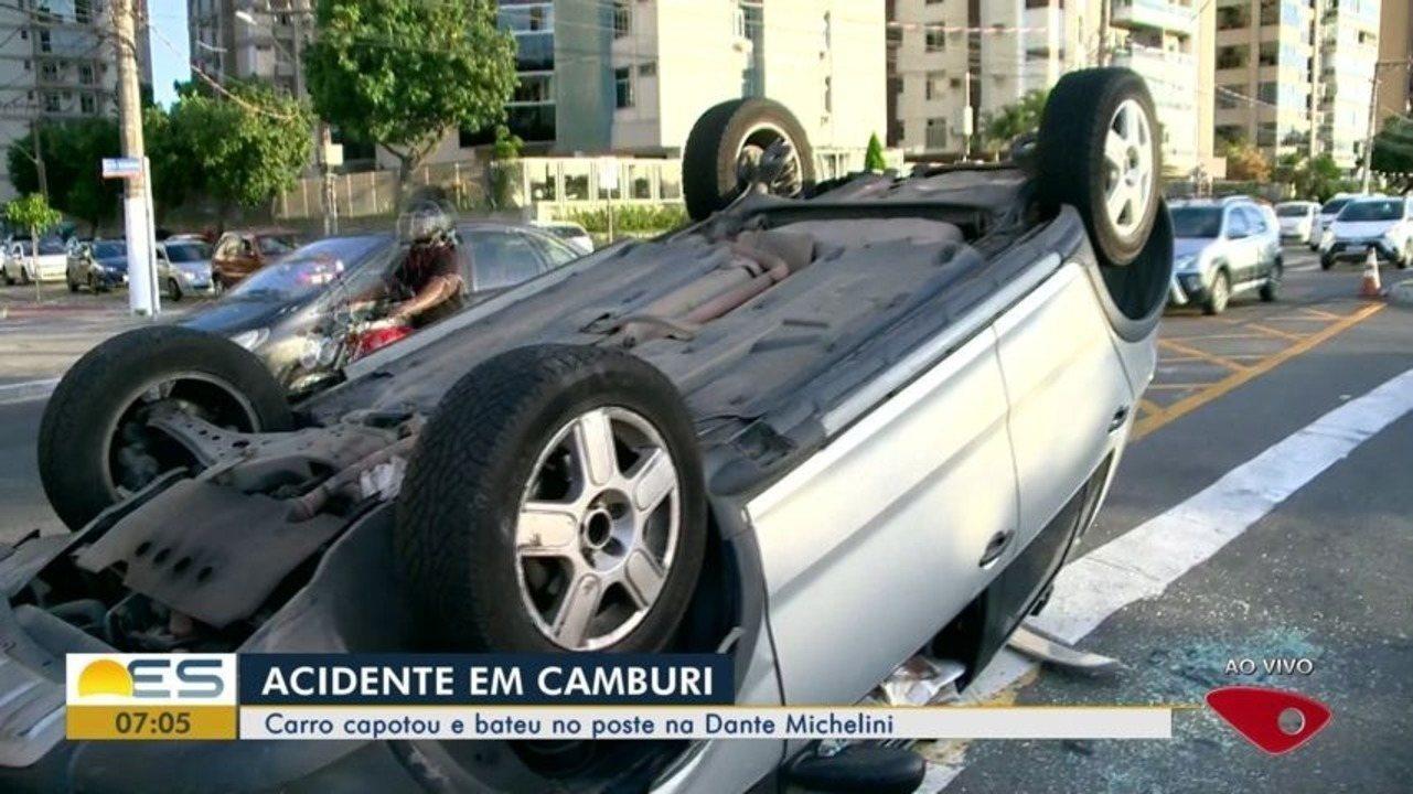 Carro capota e bate em poste na avenida Dante Michelini, em Vitória