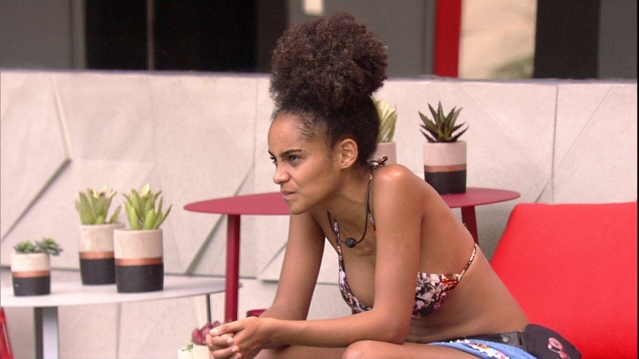 Gabriela conta sobre a promessa que fez que a impede de comer frango