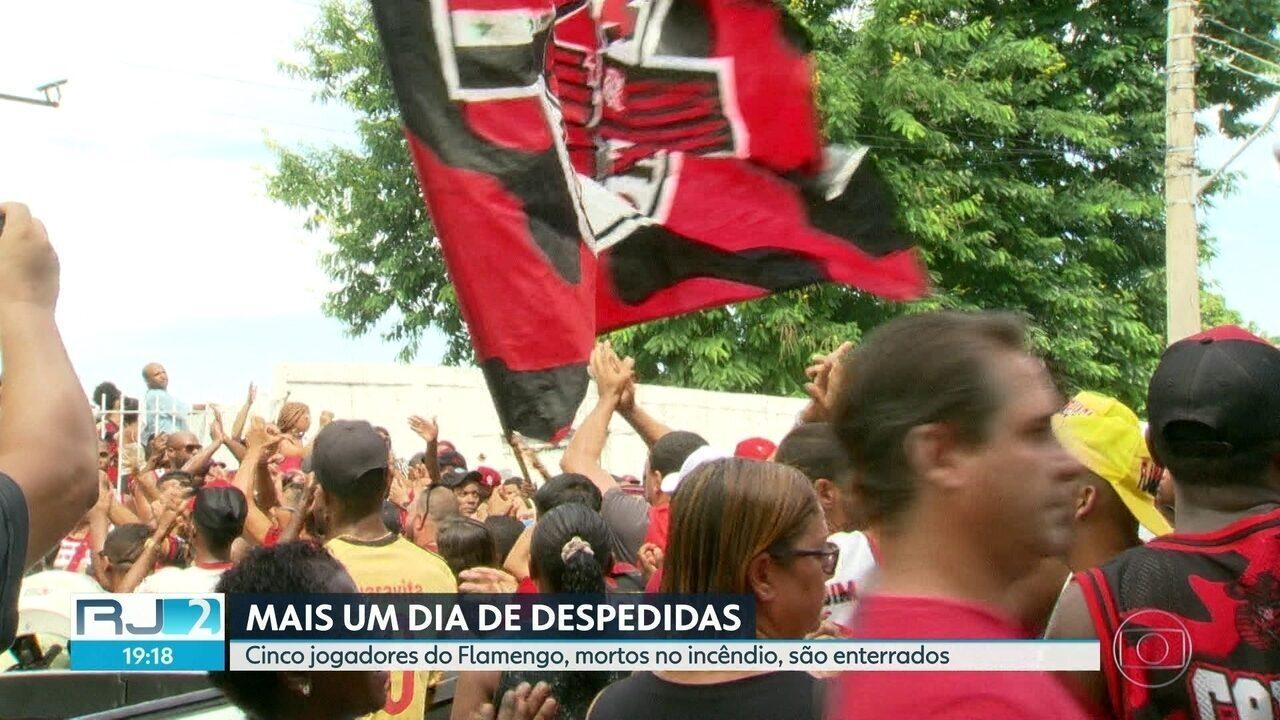 Mais um dia de despedida: cinco jogadores mortos no alojamento do Flamengo são enterrados
