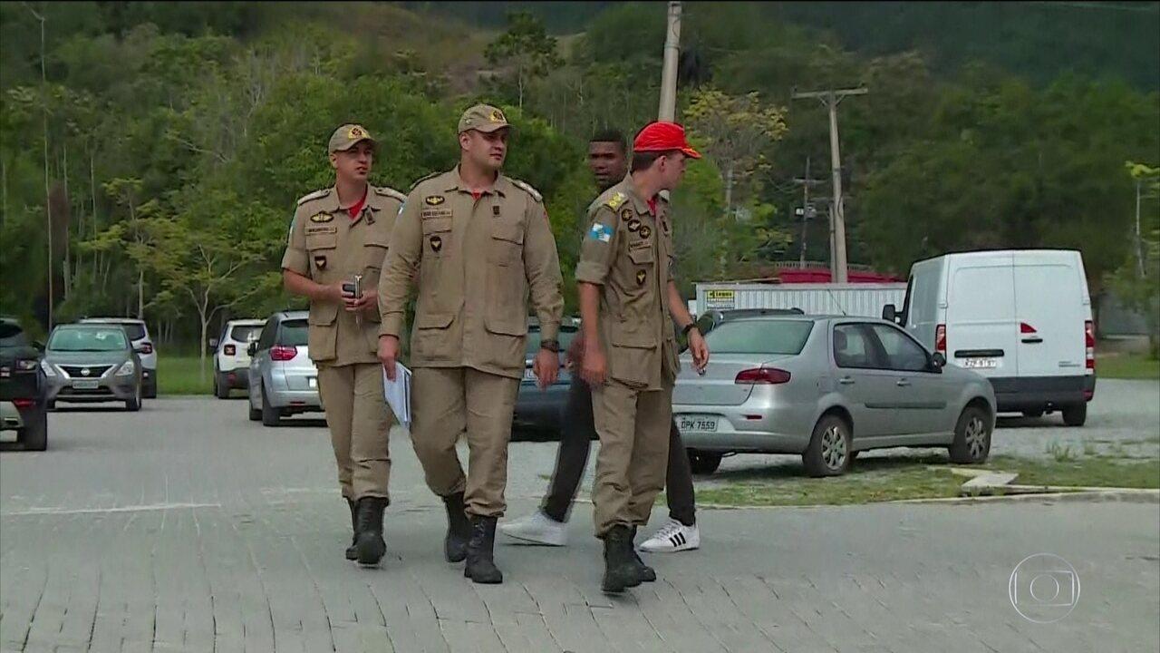 Autoridades fazem vistoria no CT do Flamengo após incêndio que matou 10 jovens