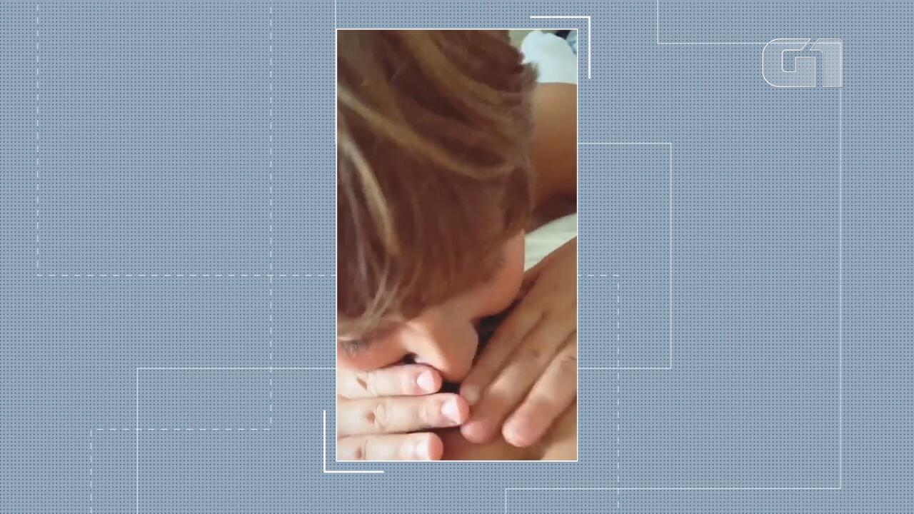 De férias, Claudia Leitte posta vídeo do filho beijando a barriga da mãe