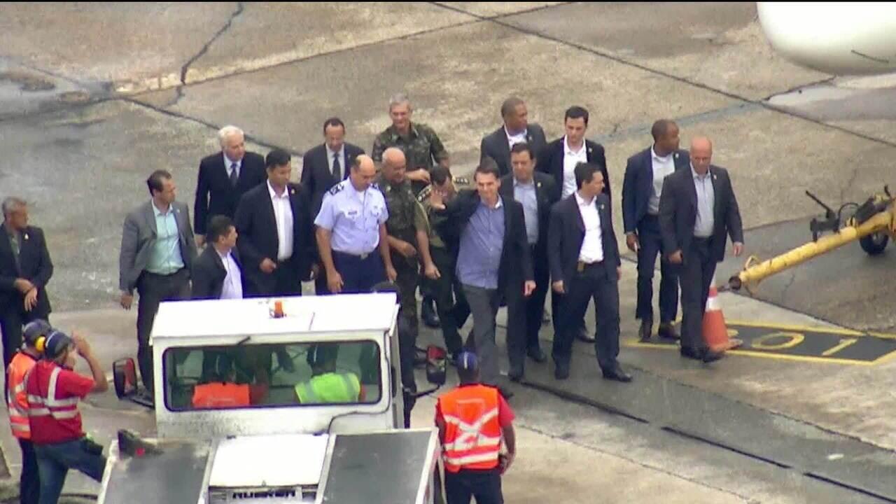 Jair Bolsonaro deixa hospital e embarca para Brasília