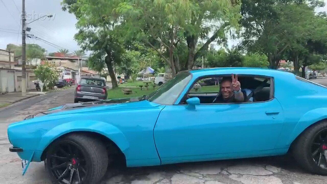 Camaro reformado do Lata Velha faz a alegria de Gabriel