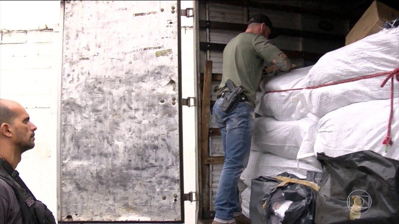 cee482246 Três caminhões carregados com calçados falsificados são apreendidos em São  Paulo