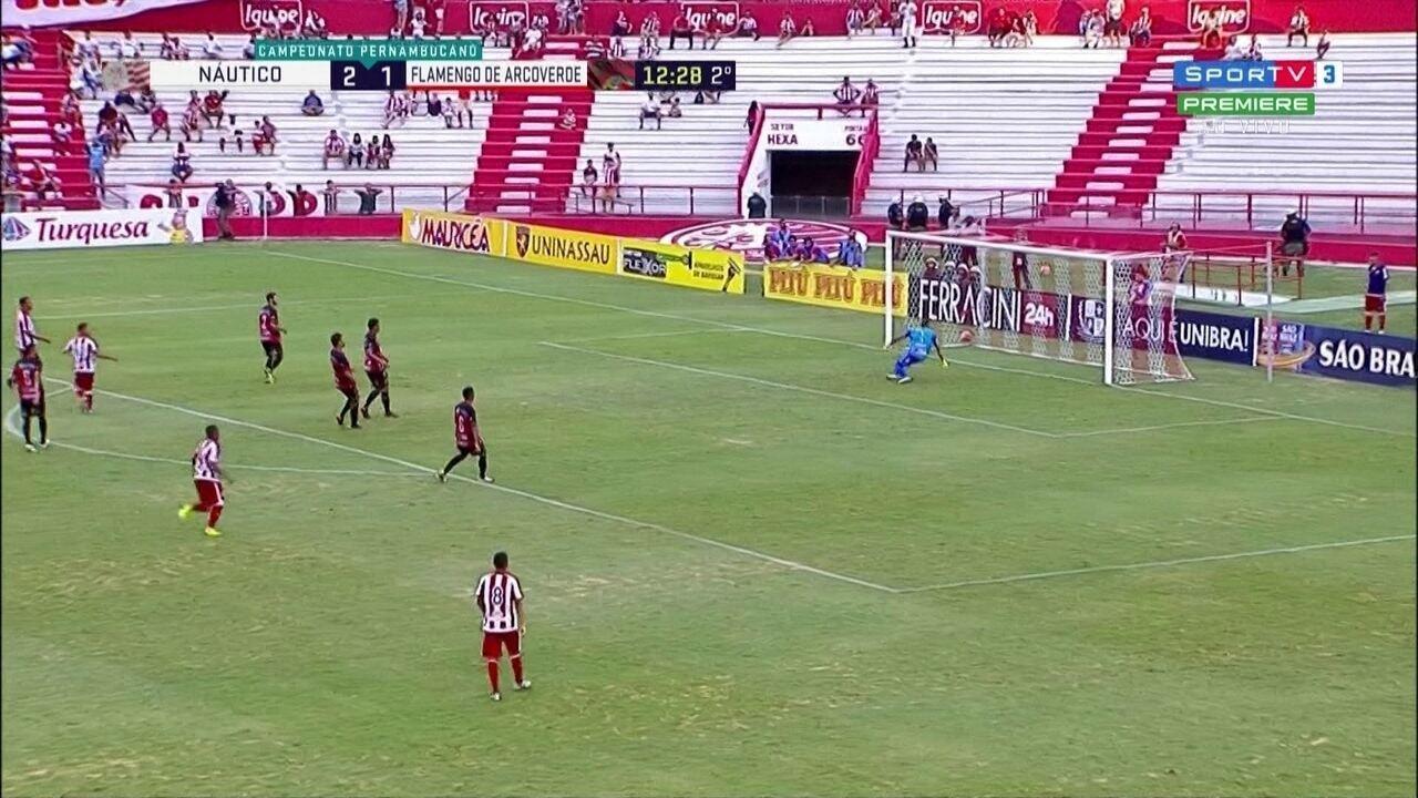 Falha do goleiro Lucas Peixe contra o Náutico 79a5a1fff794d