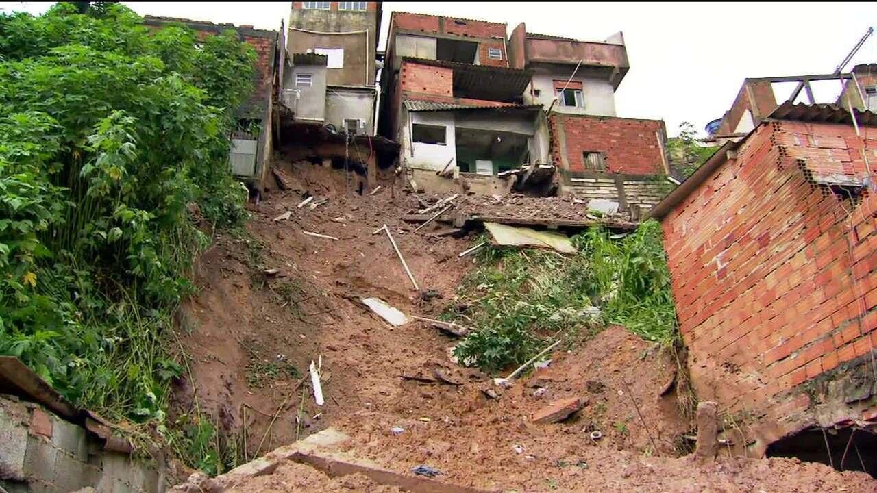 Quatro crianças morrem em deslizamentos de terra em Mauá, na Grande São Paulo