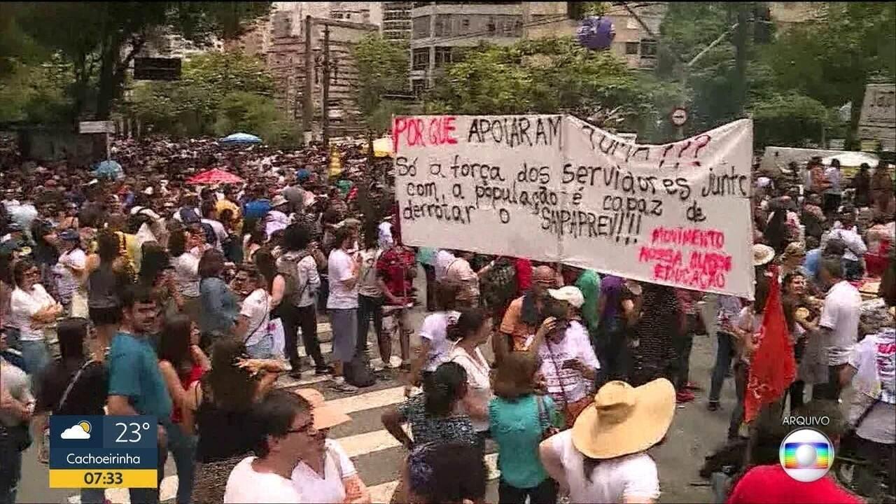 Greve de servidores municipais deixa alunos de SP sem aulas