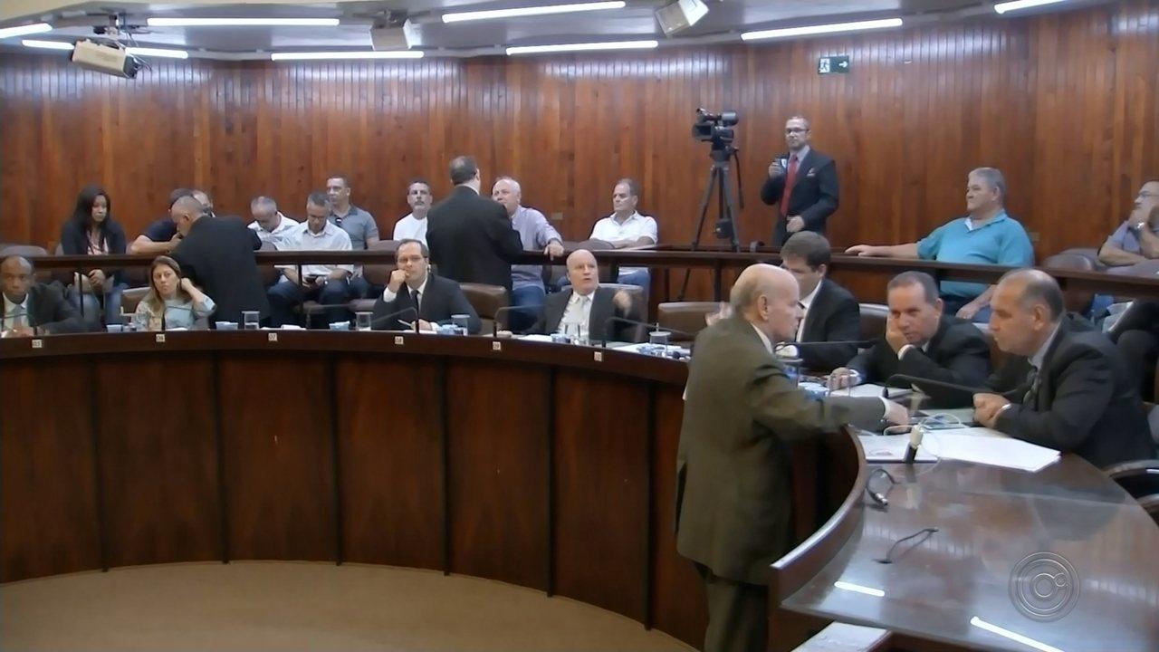 Vereadores criam 14 cargos para assessores comissionados em Marília
