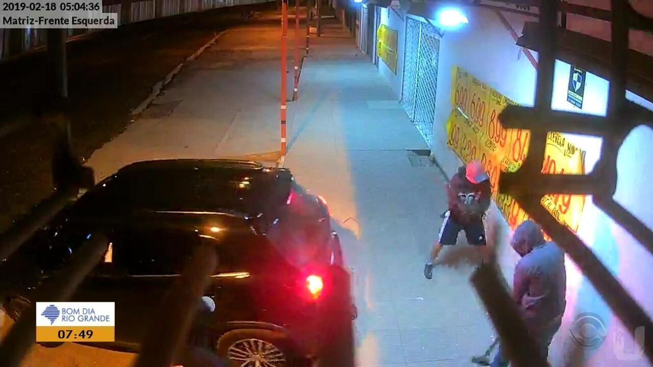 Criminosos arrombam supermercado em Gravataí
