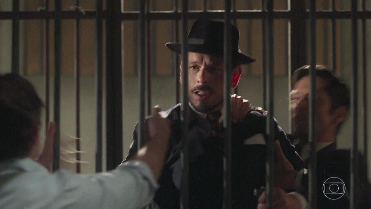 Otávio impede que Gustavo atire contra Danilo