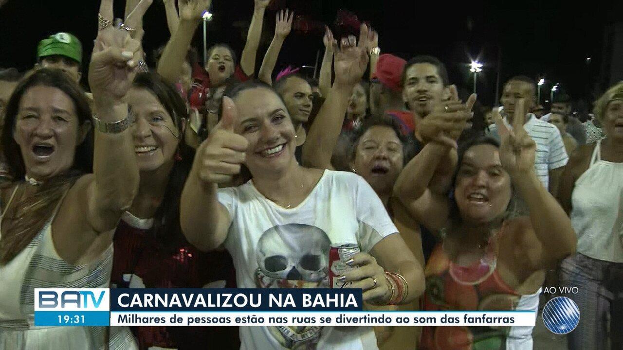 Fuzuê reúne milhares de foliões e dá a largada para o Carnaval de Salvador