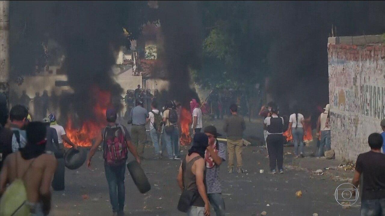 Forças militares e manifestantes entram em confronto na região da fronteira da Venezuela