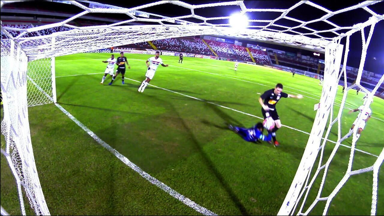 Gol do Corinthians! Gustagol escora para Boselli empurrar para o gol, aos 37' do 2ºT