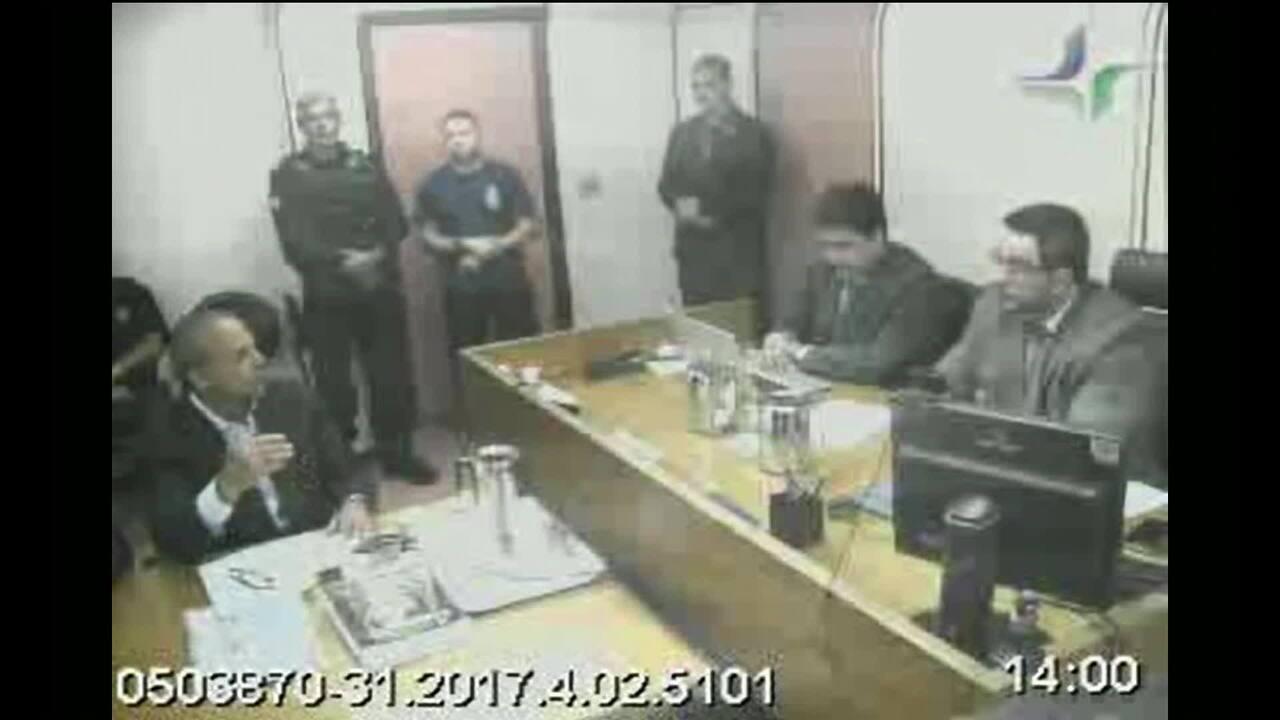 Cabral conta a juiz por que decidiu admitir recebimento de propina