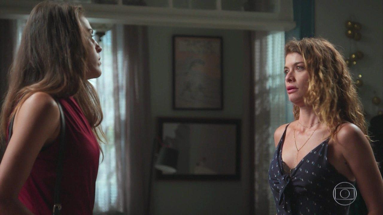 Isabel conta para Lenita que está assombrada pelo fantasma do Felipe