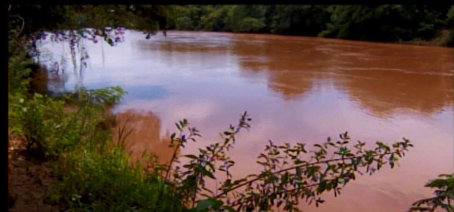 Relatório revela presença de metais pesados na água do Rio Paraopeba no Centro-Oeste de MG