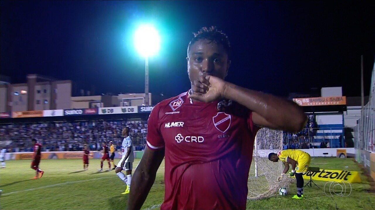Gol do Vila Nova! Michel Douglas completa cruzamento e marca, aos 21 minutos!