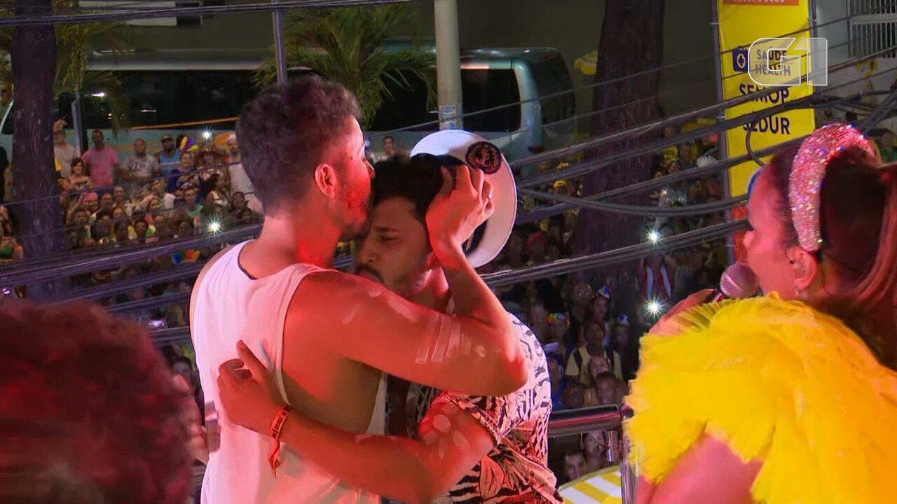 Carnaval 2019: Carlinhos Maia pede namorado em casamento no trio de Ivete Sangalo
