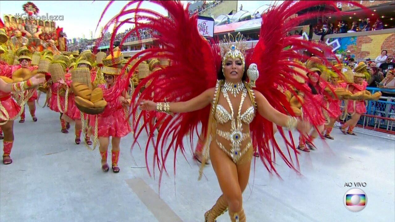 Mônica Barbosa é musa da Unidos da Tijuca