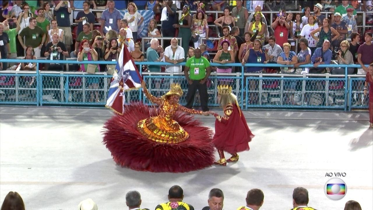 Mestre-Sala e Porta-Bandeira da Ilha representam a Lenda da Princesa de Jericoacoara