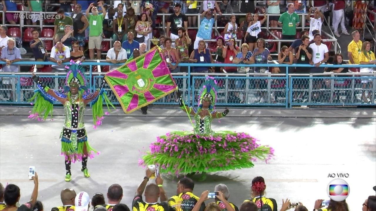 Mestre-Sala e Porta-Bandeira da Mangueira representam os donos da terra