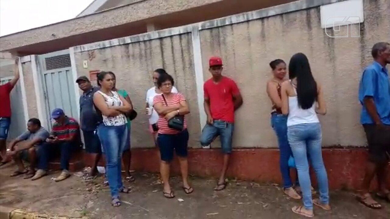 Moradores de Clementina fazem fila para conquistar a casa própria