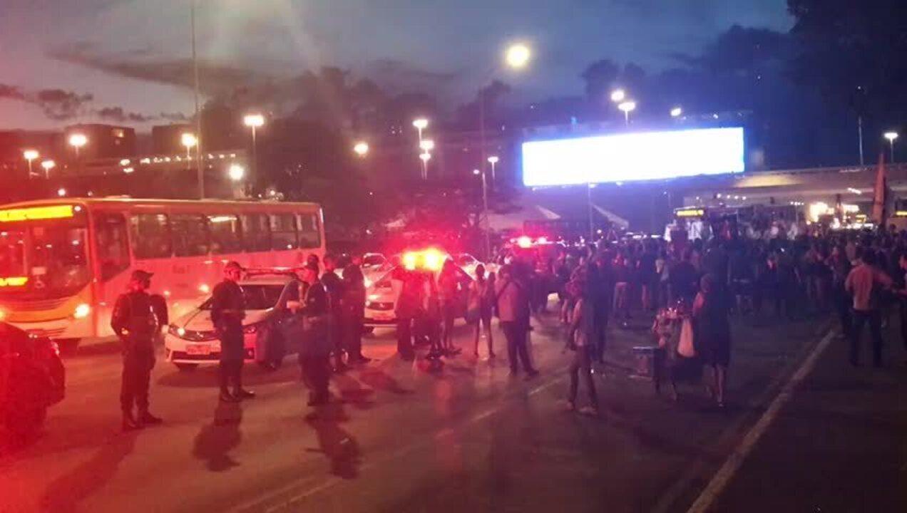 Dia da Mulher: manifestantes protestam em Brasília