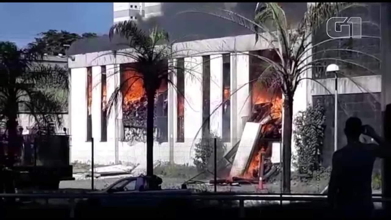 Incêndio atinge empresa têxtil na Região Oeste de Belo Horizonte