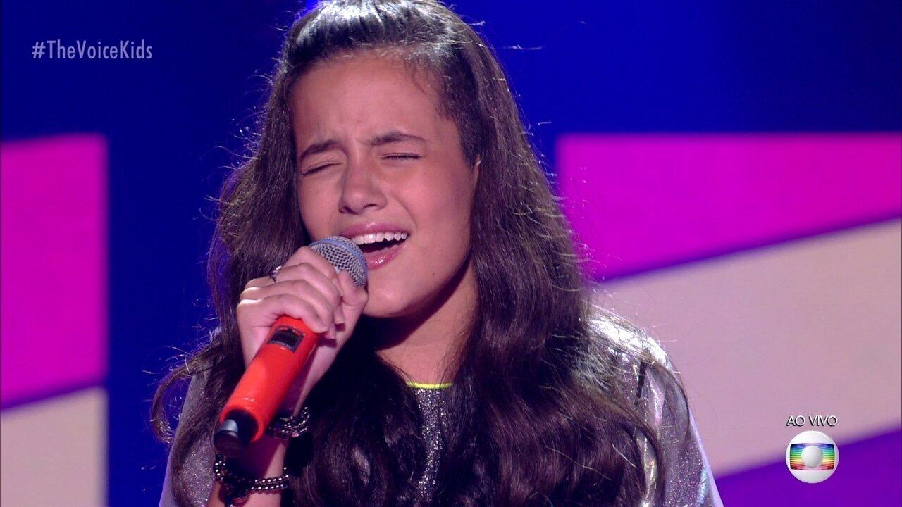 """Malu Casanova canta """"Dangerous Woman""""; reveja a apresentação"""