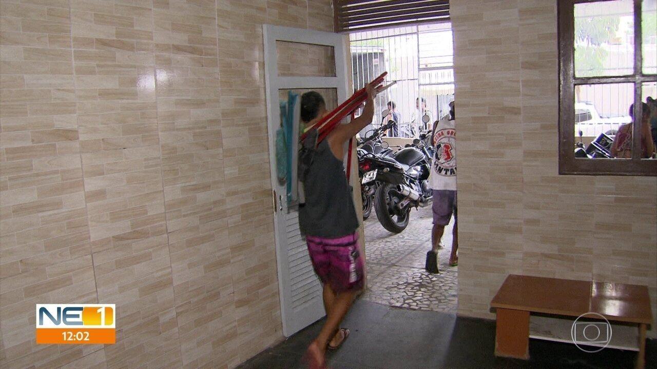 Sem água e energia, moradores do Edifício Holiday buscam soluções para o problema