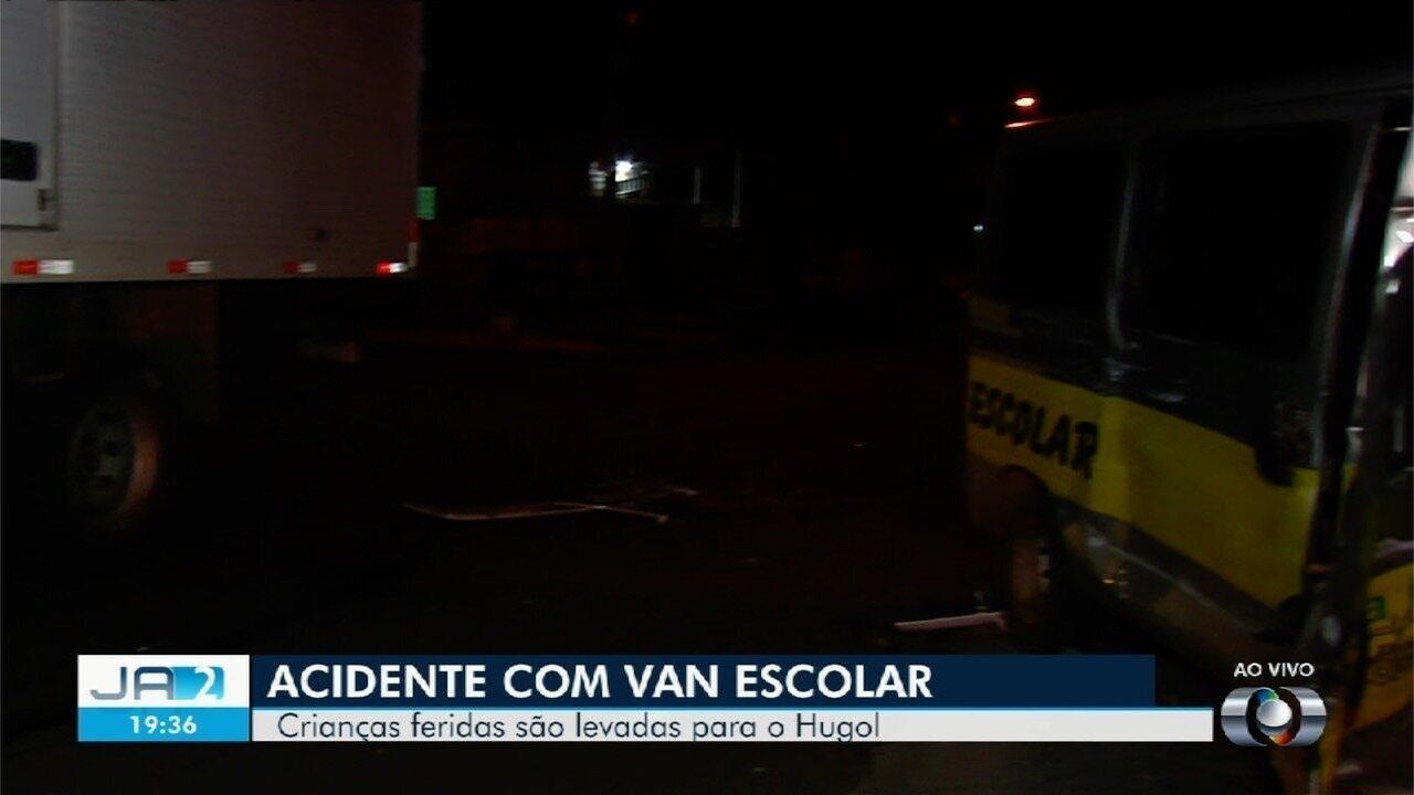 Vítimas de acidente com van escolar são atendidas no Hugol, em Goiânia