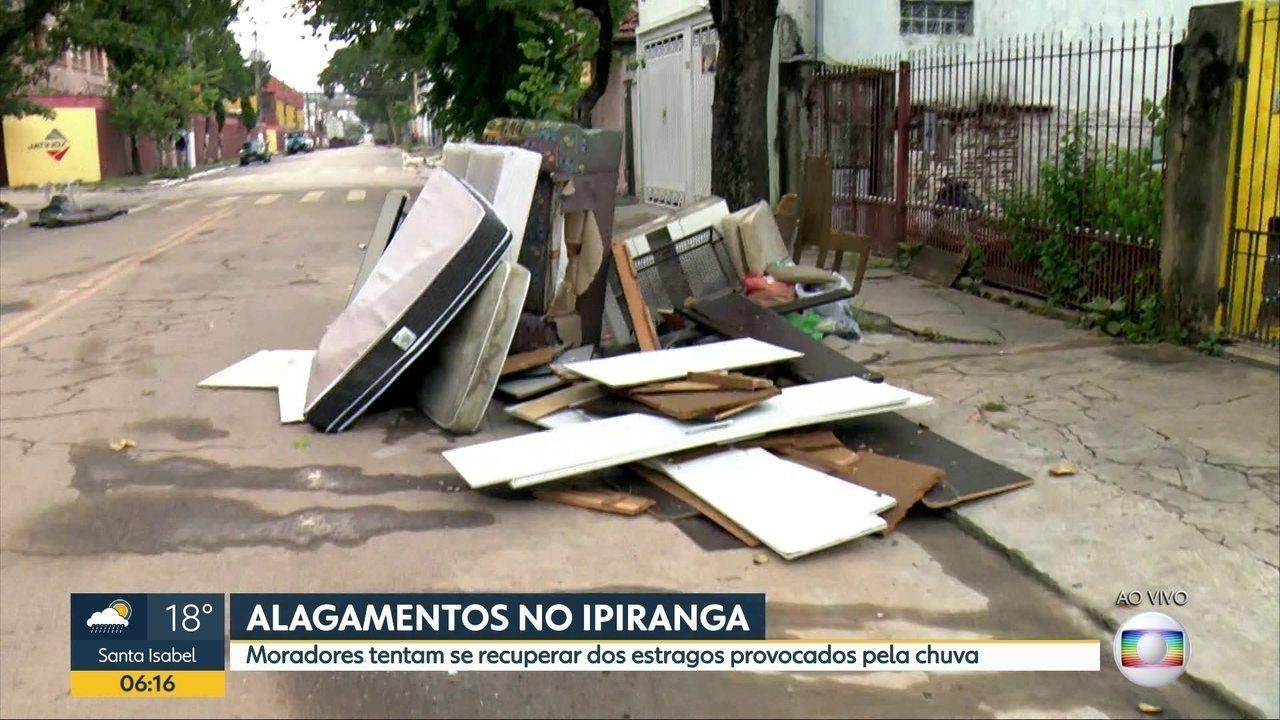 Moradores do Ipiranga, Zona Sul de SP, ficaram ilhados desde a madrugada de segunda