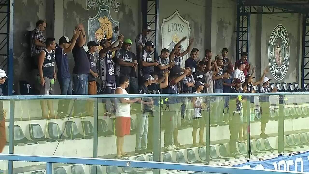 Torcedores do Remo protestam no Baenão, em Belém