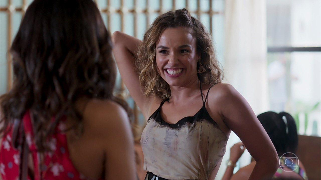 Luana Lira (Juliane Araújo) está tendo um affair com Quinzão (Alexandre Borges), em 'Verão 90'