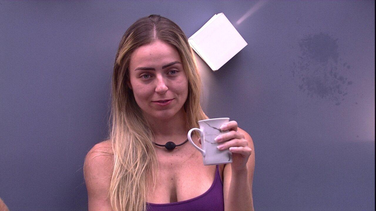 Paula relembra Paredão quádruplo e fala para Hariany: 'O importante é que você está de volta'