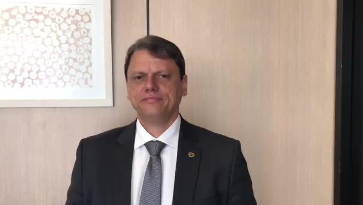 Ministro confirma leilão de aeroportos e diz que investidor 'confia' em reformas
