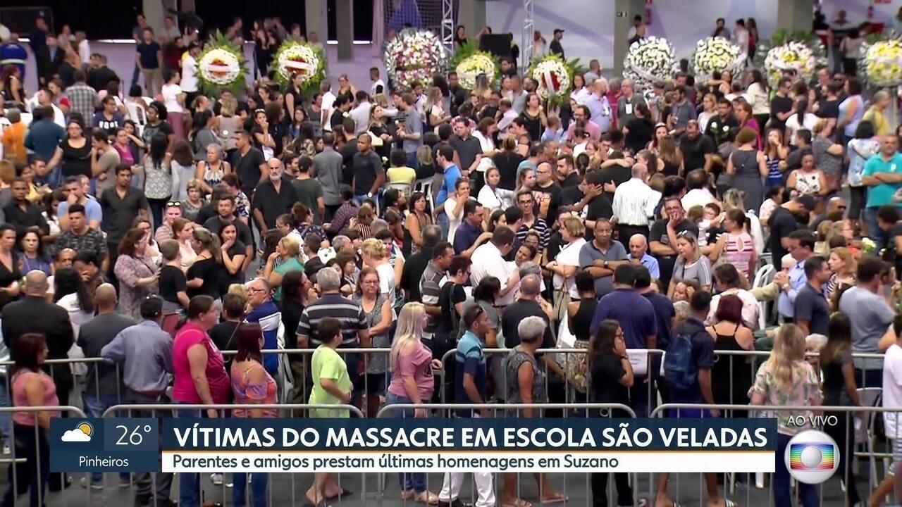 Parentes e amigos prestam últimas homenagens às vítimas do massacre de Suzano