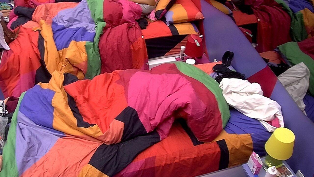 Hariany, Gabriela e Rízia dormem no Quarto Diamante