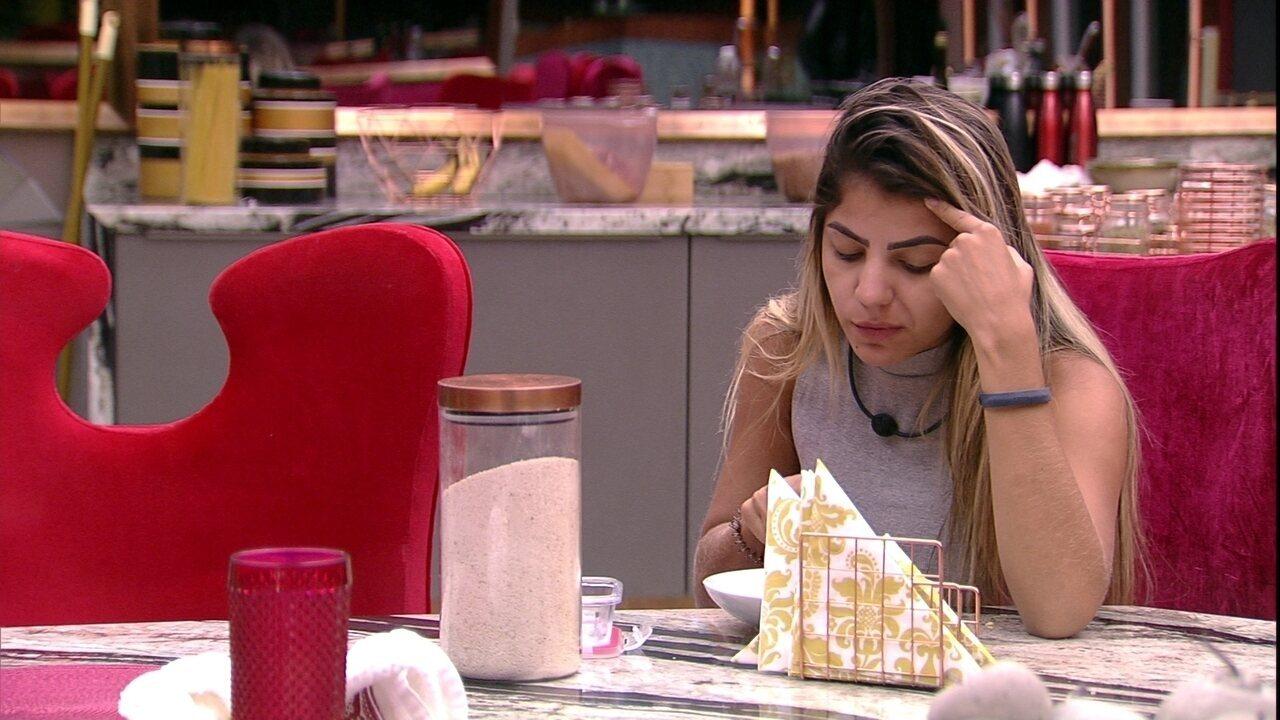 Hariany se queixa com Paula sobre sister: 'Sem noção'