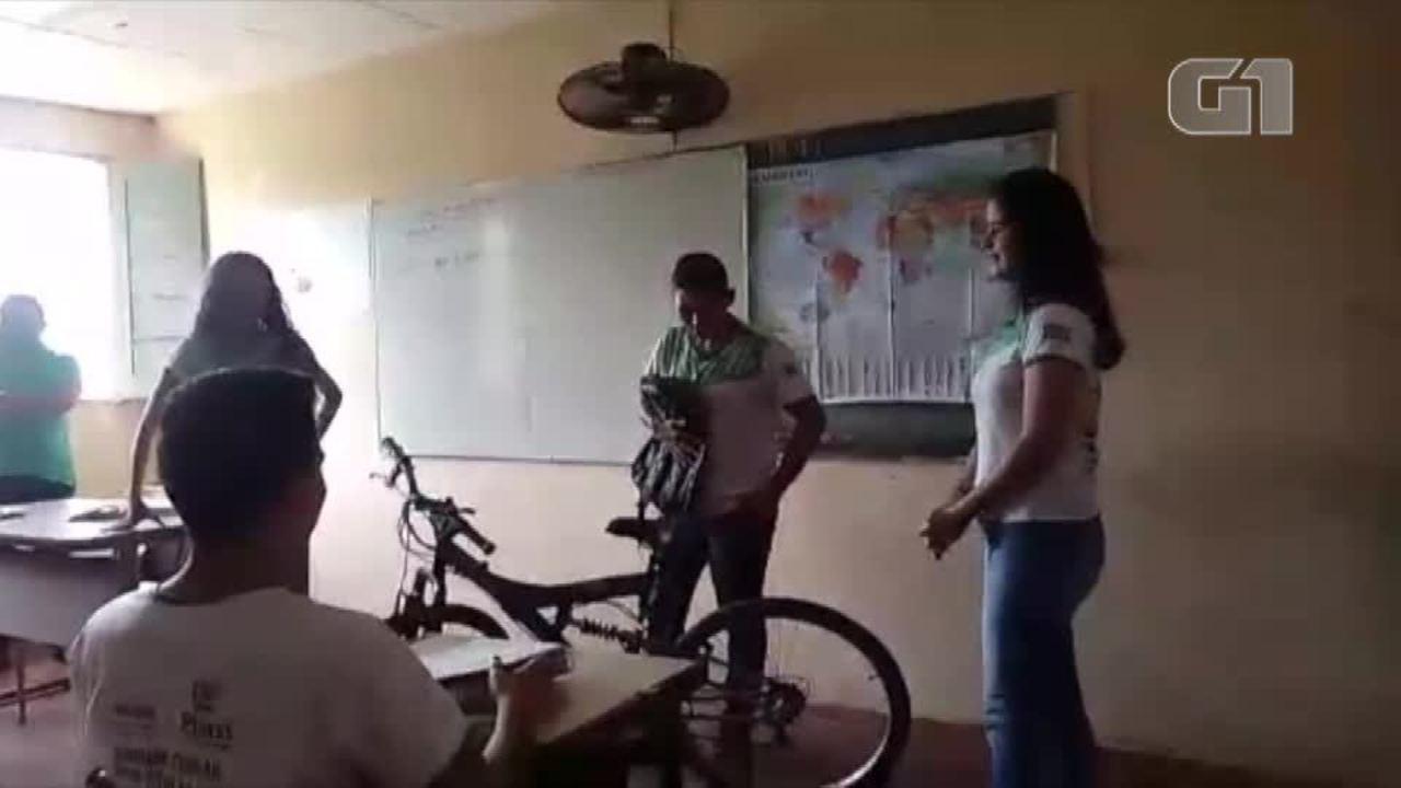Estudantes juntam dinheiro para comprar bicicleta para amigo no Piauí
