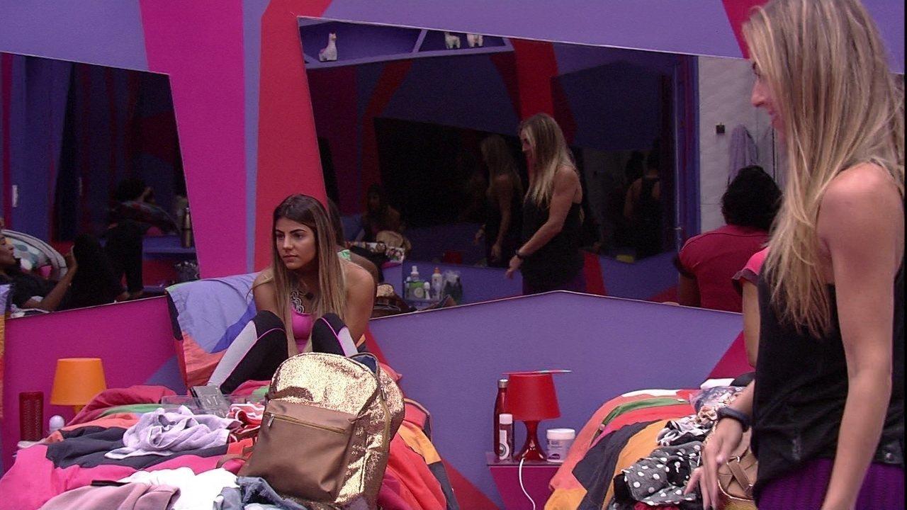 Paula para Gabriela: 'Carolina podia estar aqui dormindo com você'