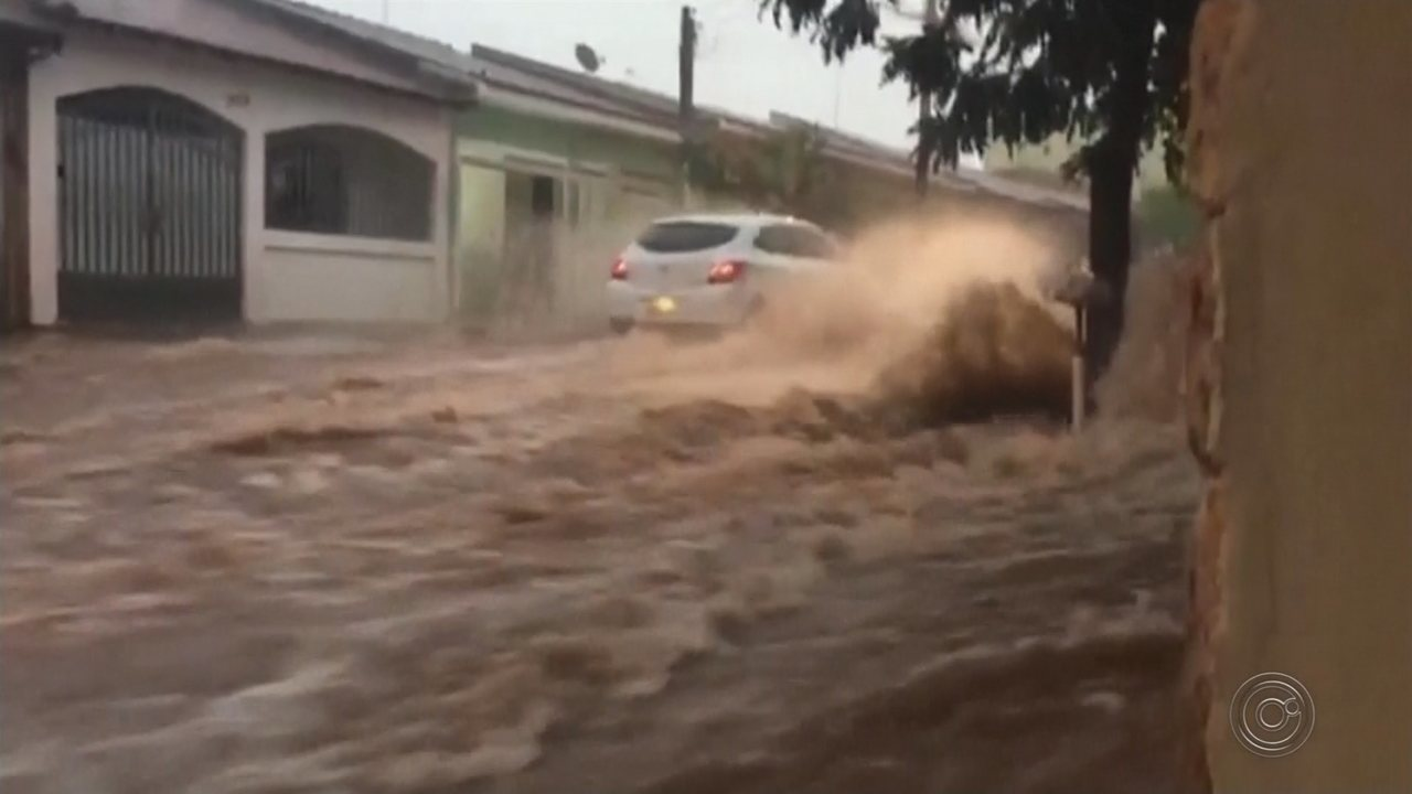Temporal causa estragos pelas cidades de Jaú e Tupã
