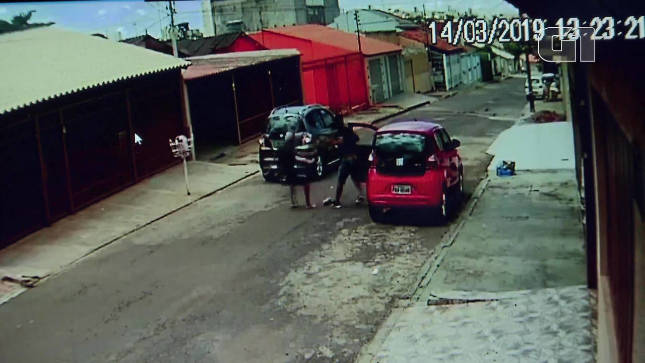 Idoso perde carro em assalto no DF e é jogado ao chão