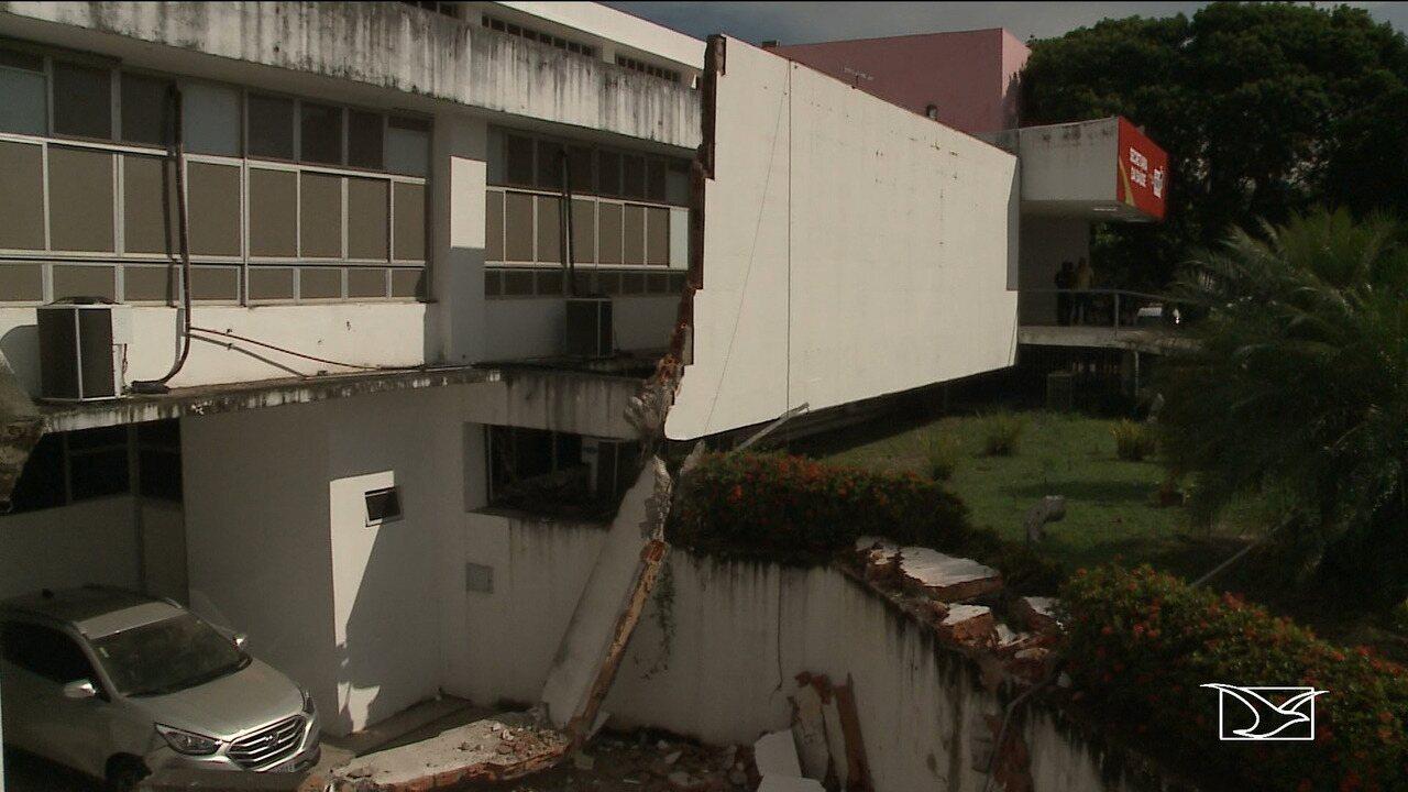 Fachada do prédio da Secretaria de Saúde desaba em São Luís